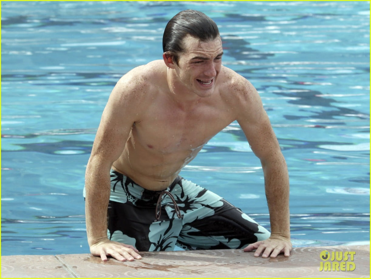drake-bell-splash-picture