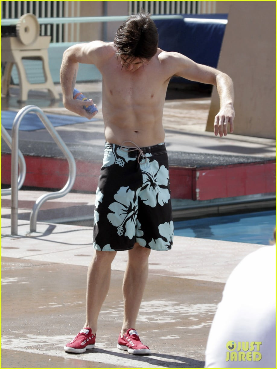 drake-bell-splash-pictures
