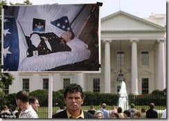 Carlos Arredondo outside the White House in 2006