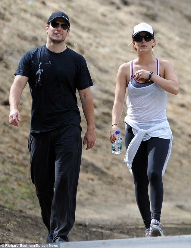 superman dating big bang theory star Big bang theory's kaley cuoco and superman's man of steel henry cavill are said to be the new dating couple in hollywood here's all the background info.
