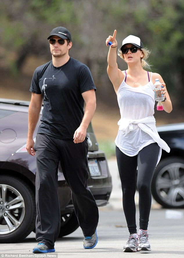 Superman Henry Cavill dating Big Bang Theory's Kaley Cuoco ...