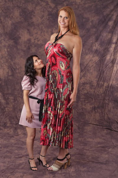 Erika ervin amazon eve world 39 s tallest woman getting for Model height