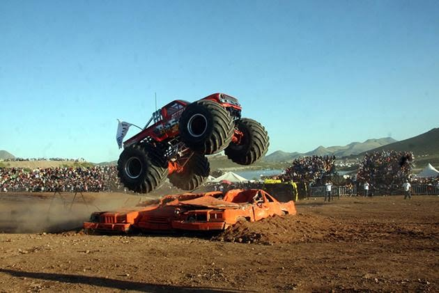 Monster trucks crashes