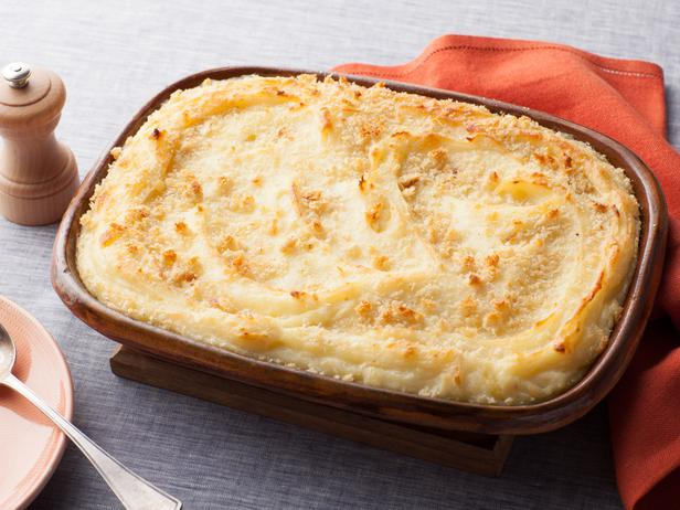 baked-mashed-potatoes-with-parmesan-cheese-and-bread-crumbs pic