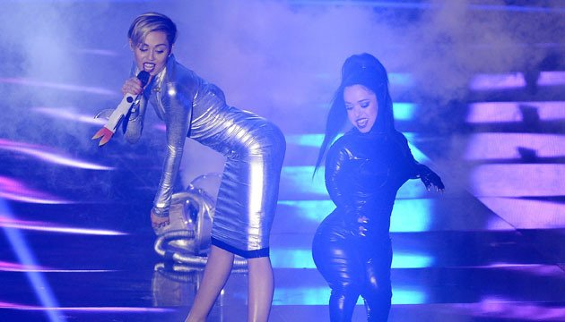 best-performances-ema-miley cyrus pic