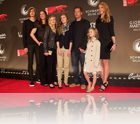 Dana Schweiger, Töchter Luna, Lilly, Emma und Sohn Valentin, Til Schweiger, Svenja Holtmann, new faces award Film 2011, bcc, Berlin, 7. April 2011, Foto: Jens Hartmann / Hubert Burda Media