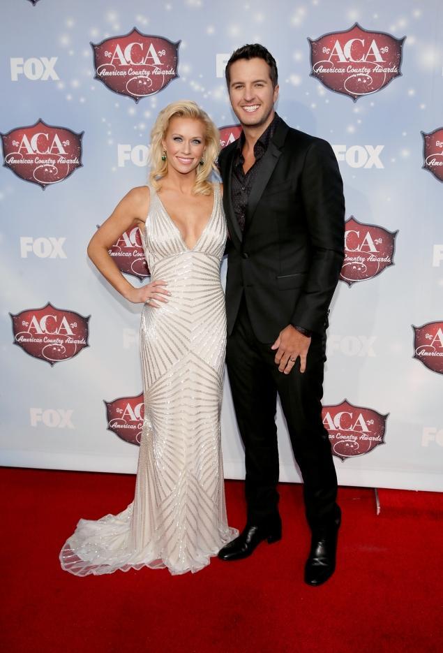 caroline boyer with husband Luke Bryan at ACM awards pic