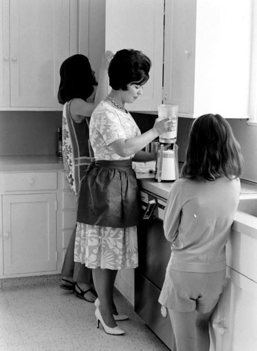 Lori Black and Linda Agar- Actress Shirley Temple's ...