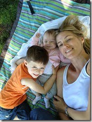 kristen-taekman-with-her-kids-pic