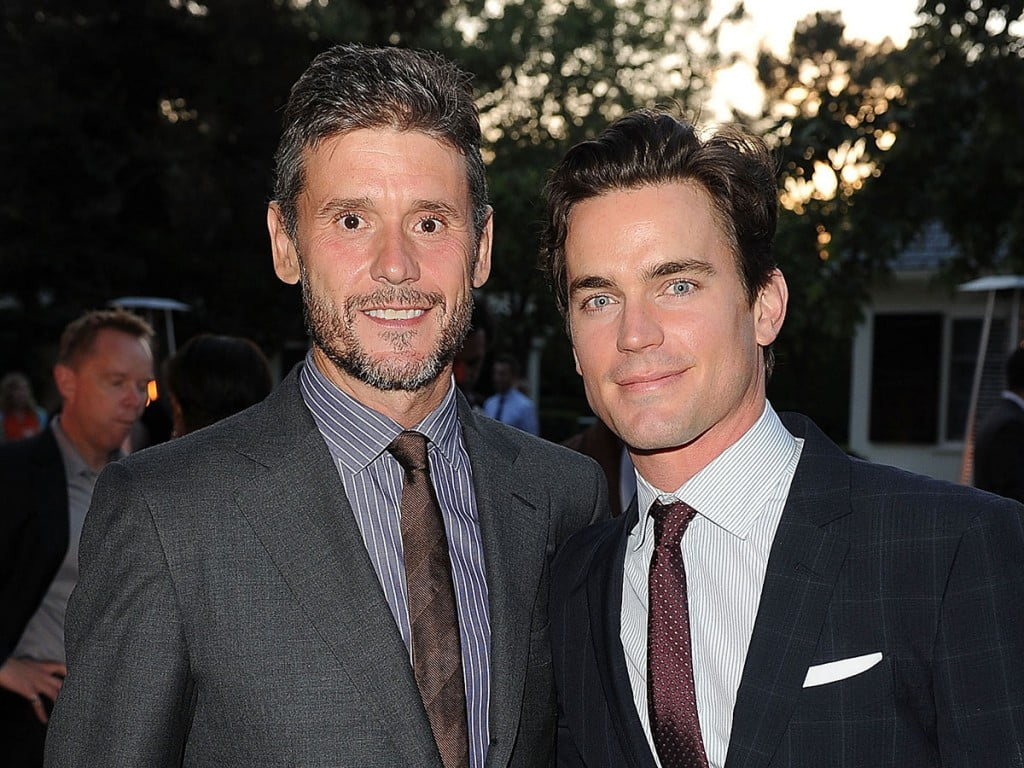 Do you know who is sexy Matt Bomer dating? His name is Simon Halls, he has been wit the famous Magic Mike actor for a couple of years in which they have become the parents of thee beautiful children. #mattbomer #simonhalls #husband #boyfriend @dailyentertainmentnews