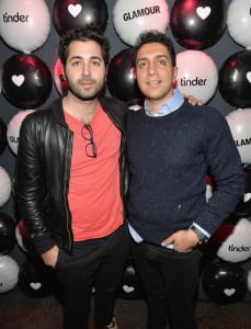 Tinder is the only dating app co –founded by  Whitney Wolfe, Sean Rad and Justin Mateen, but now  Wolfe is suing the company she helped built, why? Sexual Harassment, check it out! #tinder #whitneywolfe #seanrad #justimateen @dailyentertainmentnews