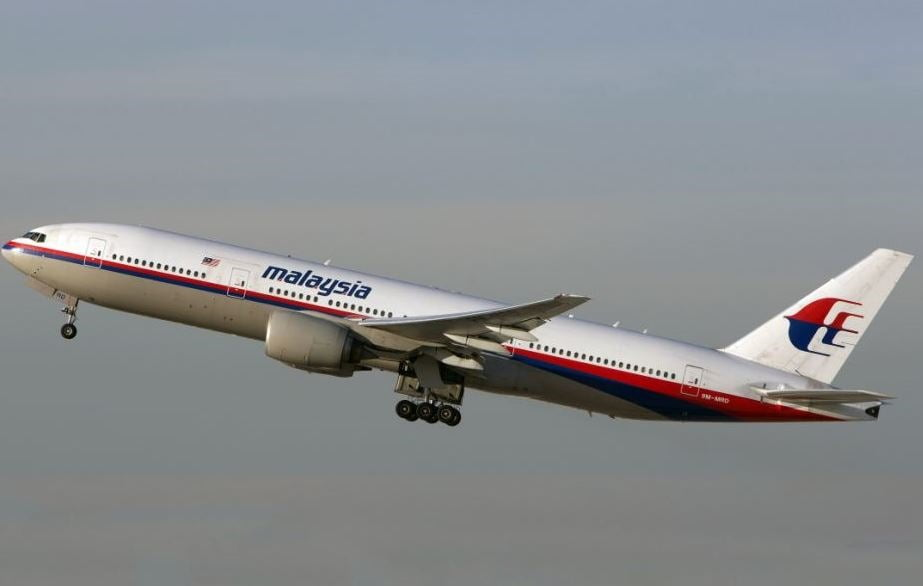 Shocking Photos!! Malaysia Flight MH17 Shot Down By Missile